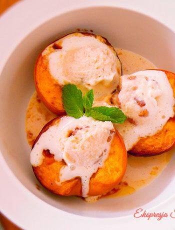 Pieczone brzoskwinie z cukrem kokosowym