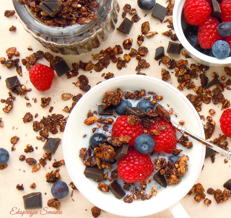 Zdrowa czekoladowa granola domowa