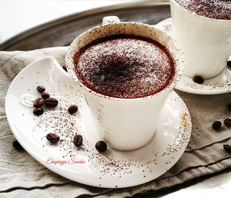 Wegańska gorąca czekolada z dodatkiem kawy